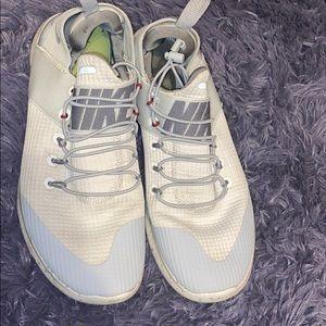 Running/walking shoes